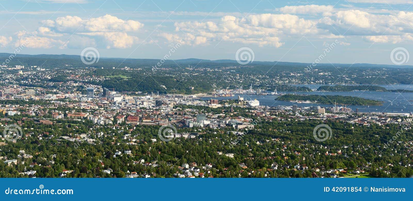 Panoramamening van Oslo van Holmenkollen wijd