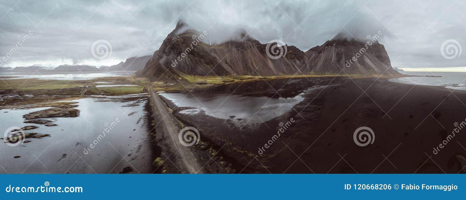 Panoramas islandais, vue aérienne sur les terres