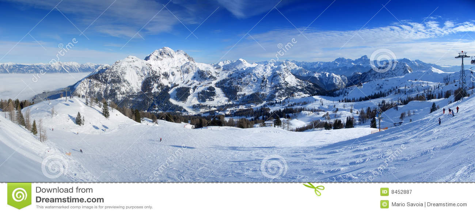 Panoramasemesterorten skidar
