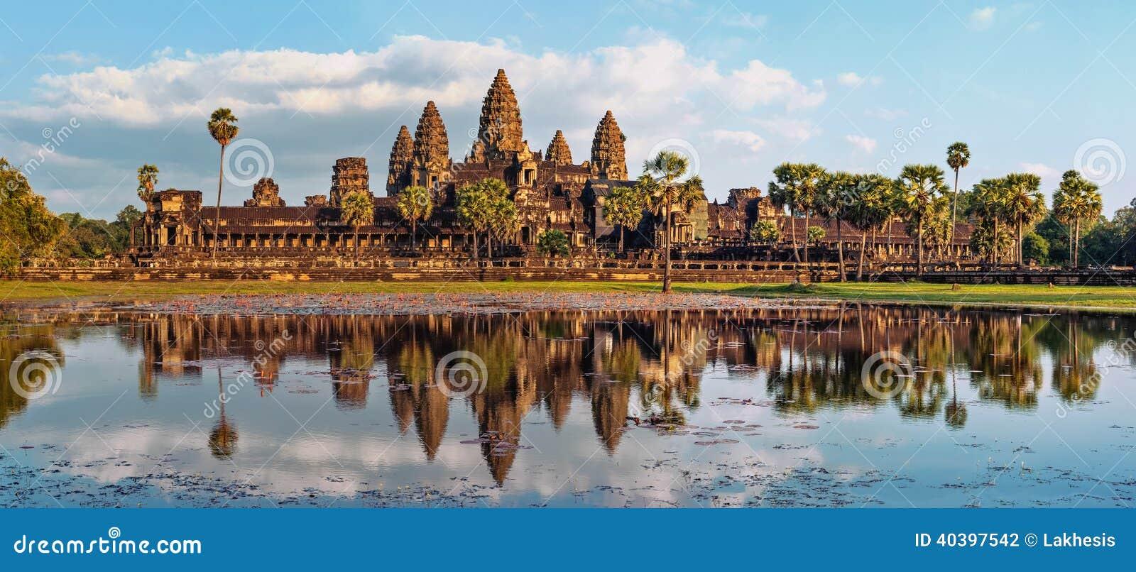 Panoramasikt av den Angkor Wat templet cambodia skördar siem
