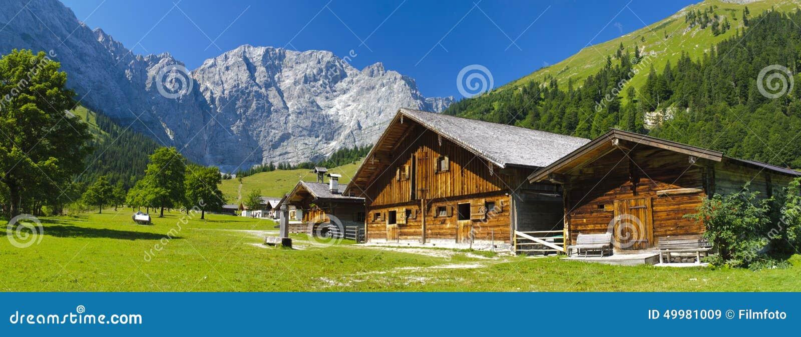 Panoramat landskap i bavaria