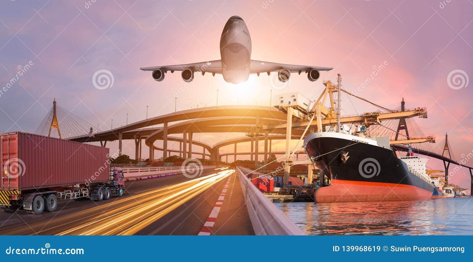 Panoramatransport och det logistiska begreppet med lastbilfartygnivån för logistisk import exporterar bakgrund