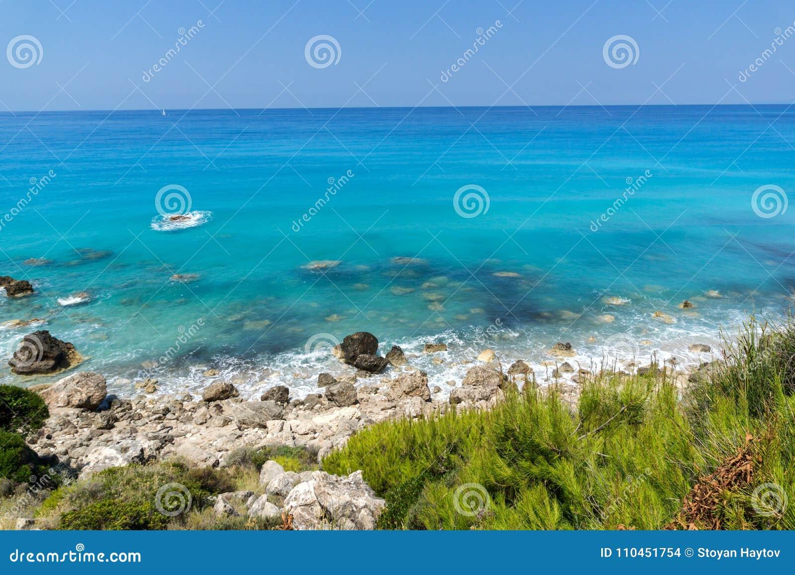 Panoramautsikt av Agios Nikitas Beach med blått vatten, Lefkada, Grekland