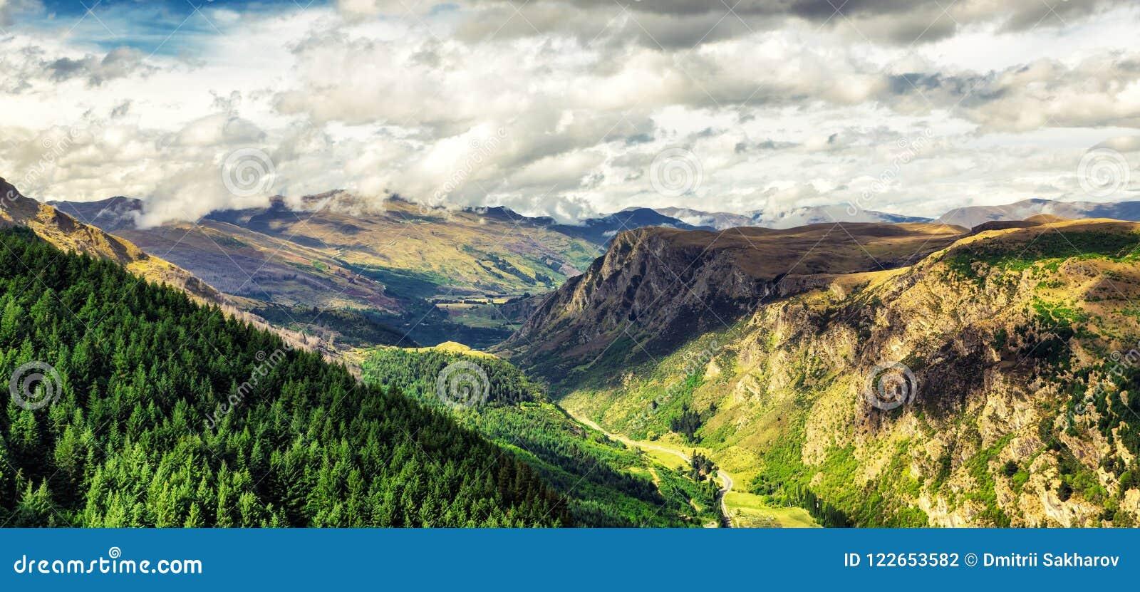 Panoramautsikt av den härliga dalen nära Queenston, Nya Zeeland