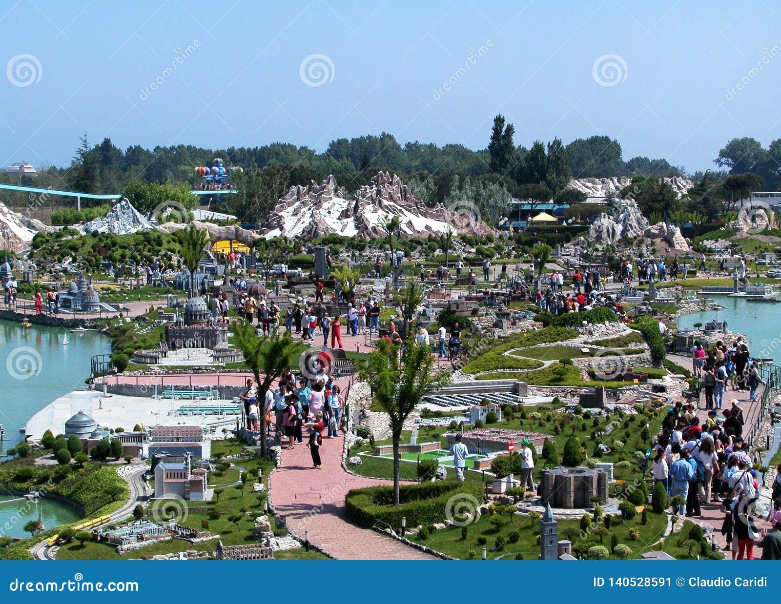 Panoramautsikt av nöjesfältet 'Italien i miniatyren 'Italia i miniaturaen Viserba, Rimini, Italien