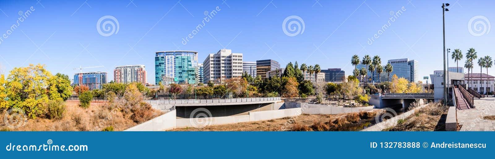 Panoramautsikt av Sans Jose i stadens centrum horisont som sett från set