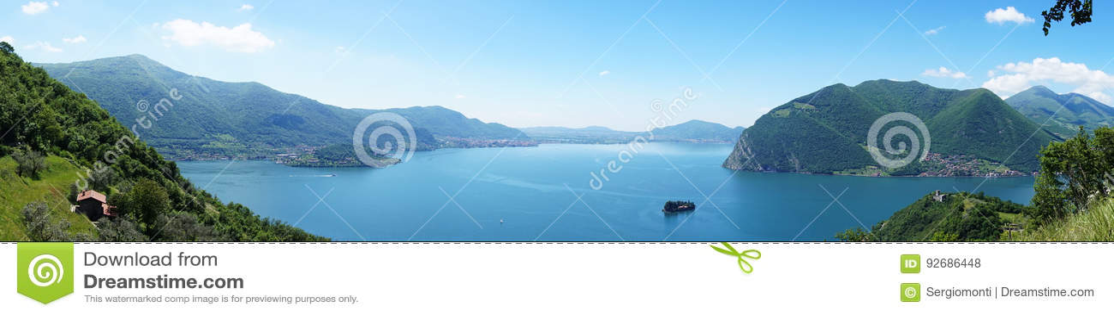 Panoramico stupefacente dal ` di Monte Isola del ` con il lago Iseo Paesaggio italiano Isola sul lago Vista dall isola Monte Isol