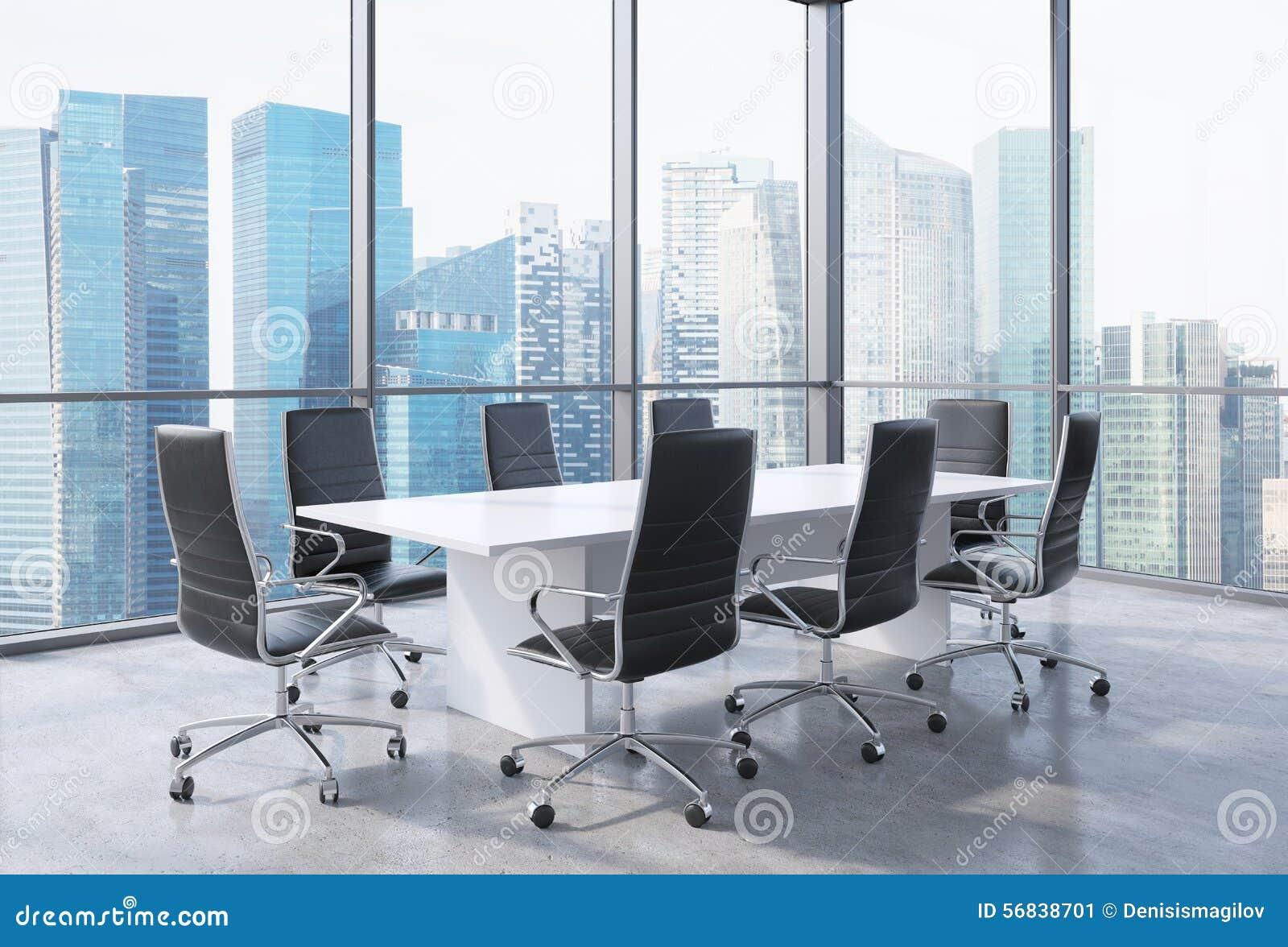 Panoramiczna sala konferencyjna w nowożytnym biurze w Singapur Czerni krzesła i biały stół