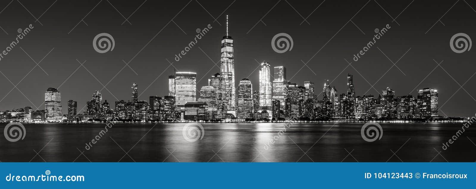 Panoramiczny Miasto Nowy Jork Pieniężni Gromadzcy drapacze chmur w evening czerń & biel