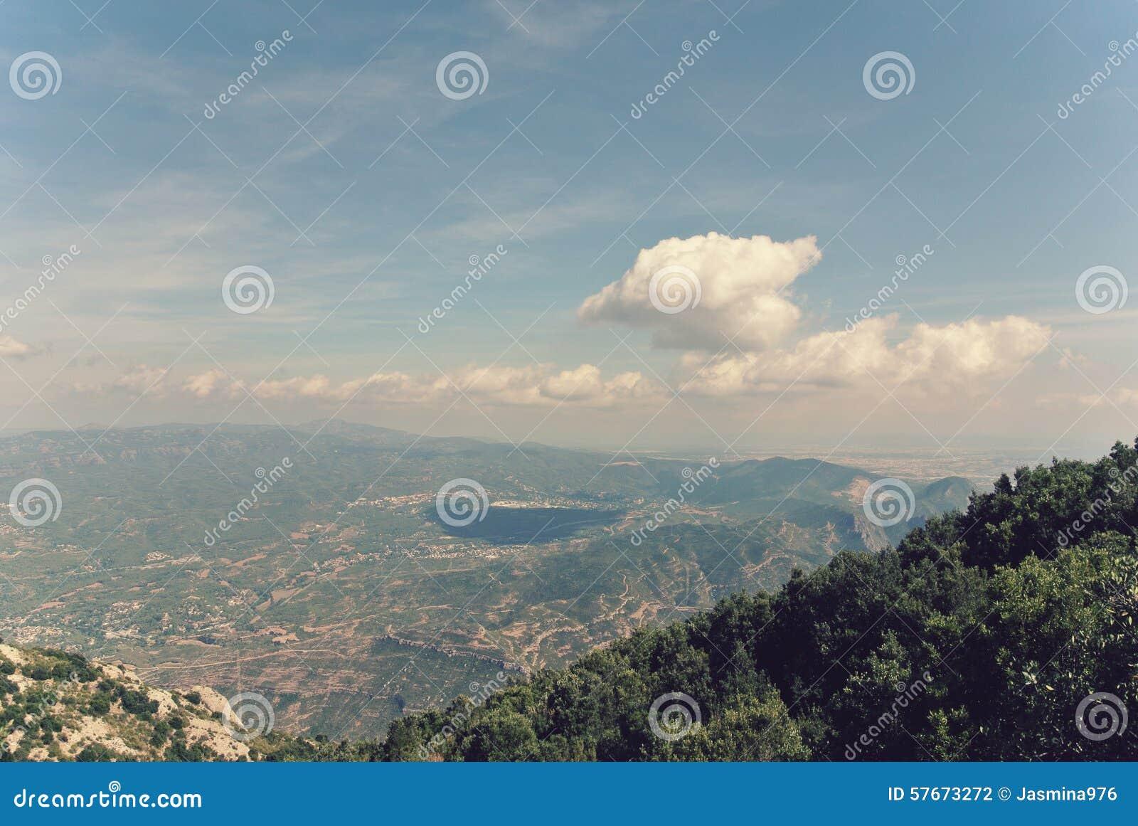 Panoramiczny widok góra krajobraz; filtrujący, retro styl,