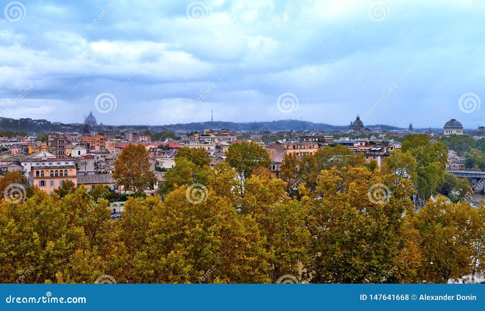 Panoramiczny widok historyczny centrum Rzym