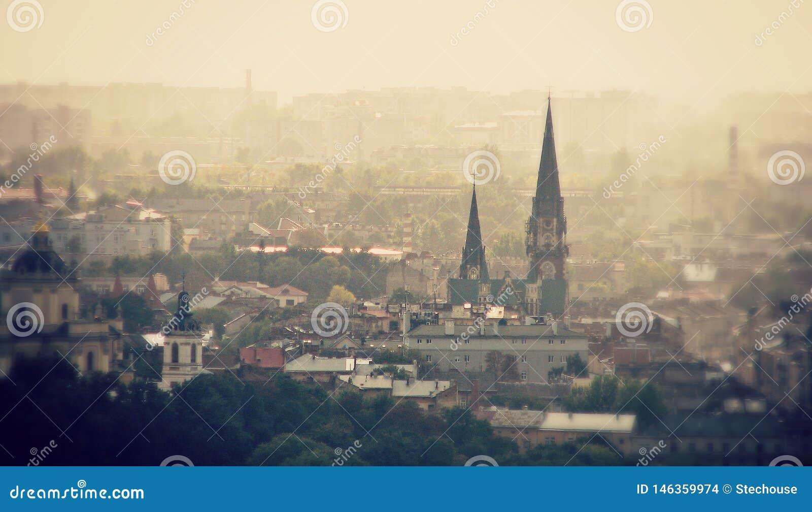 Panoramiczny widok Lviv, UKRAINA, LVIV -