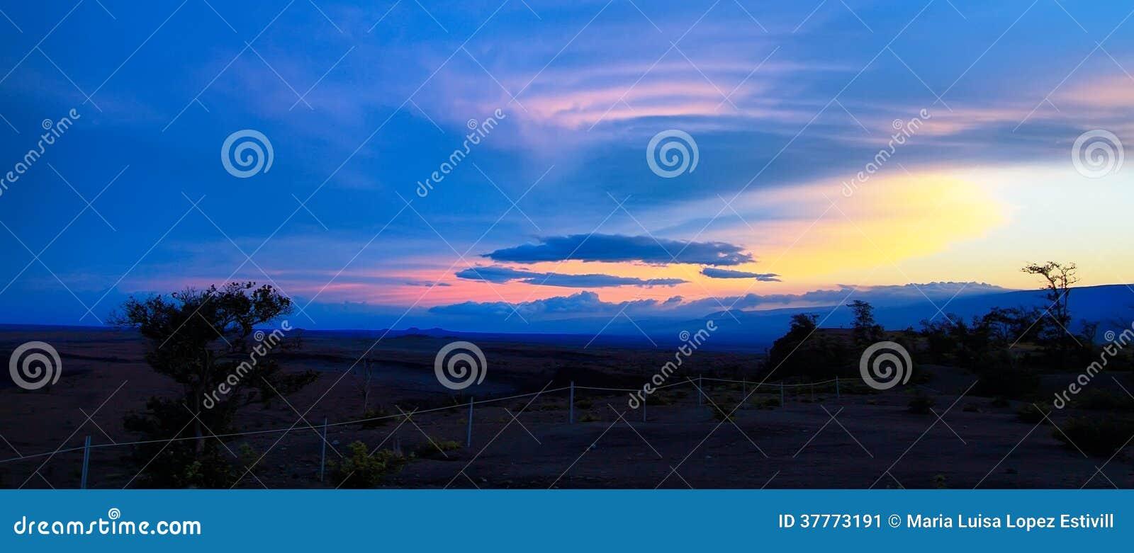 Panoramiczny widok majestatyczny zmierzch od Jaggar muzeum punktu widzenia