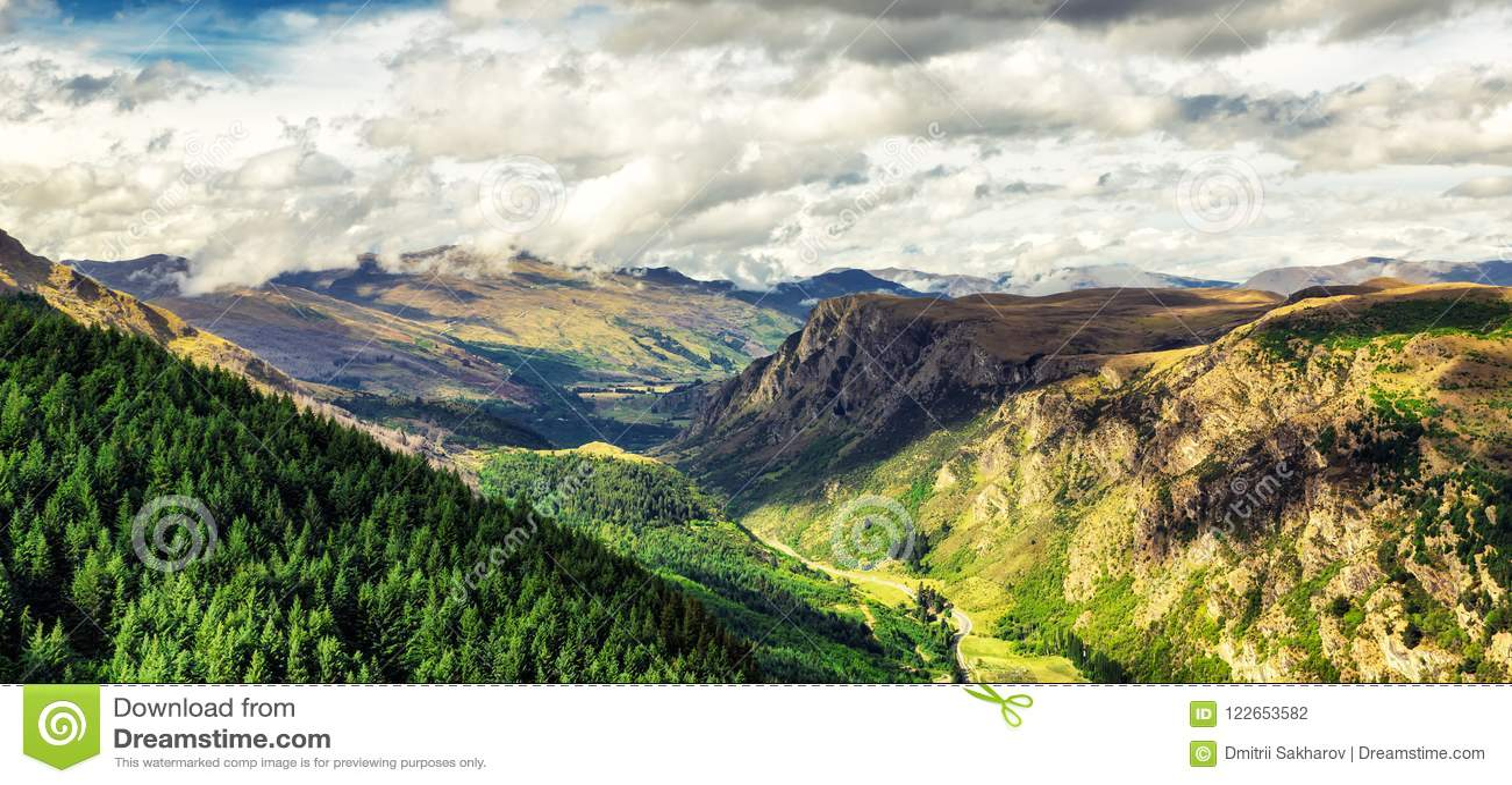 Panoramiczny widok piękna dolina blisko Queenston, Nowa Zelandia