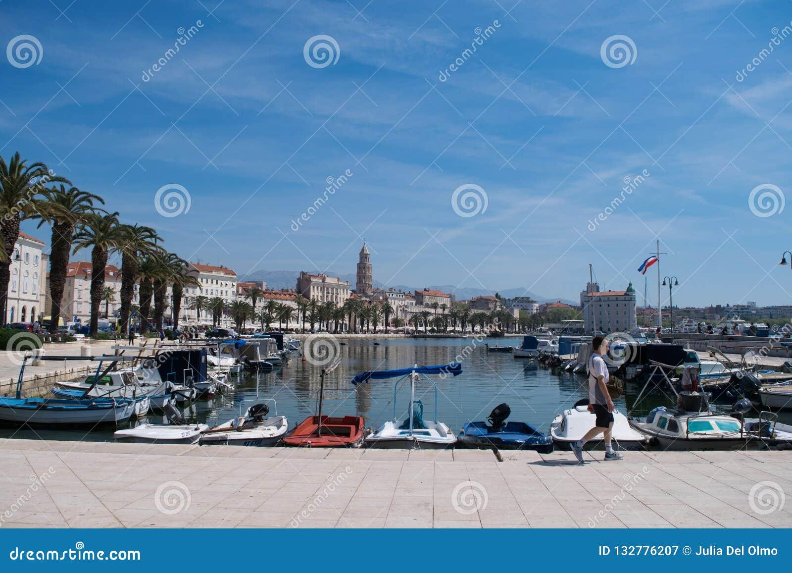 Panoramiczny widok port rozłam