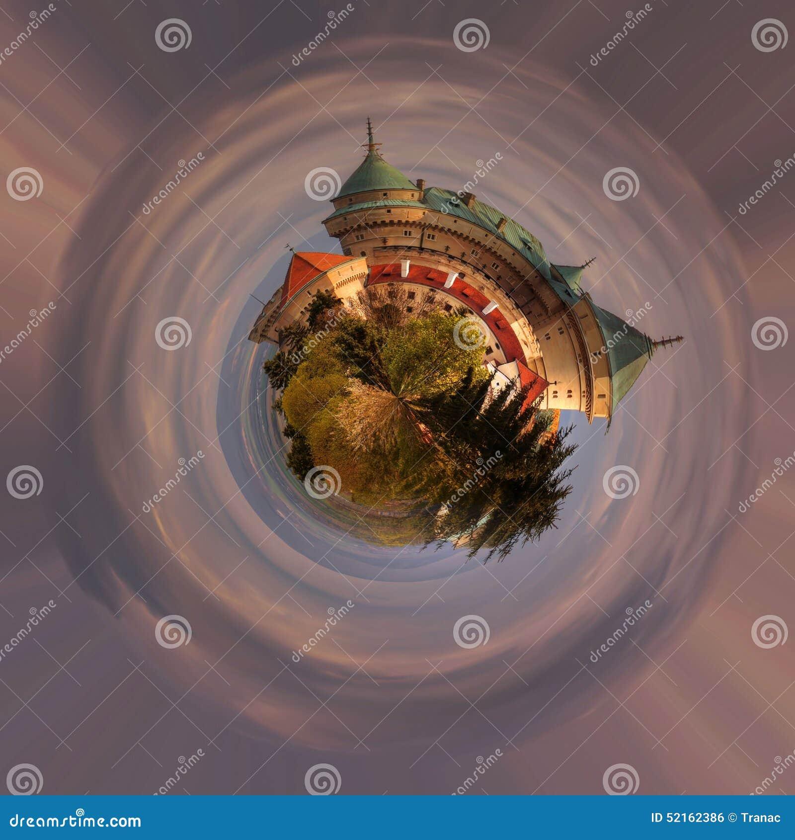 Panoramiczny widok romantyczny kasztel przy 360 stopniami, mini planeta