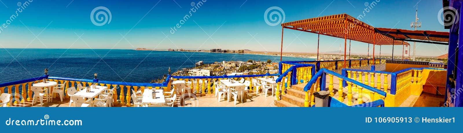 Panoramiczny widok Skalisty punkt, Meksyk Od falezy restauraci