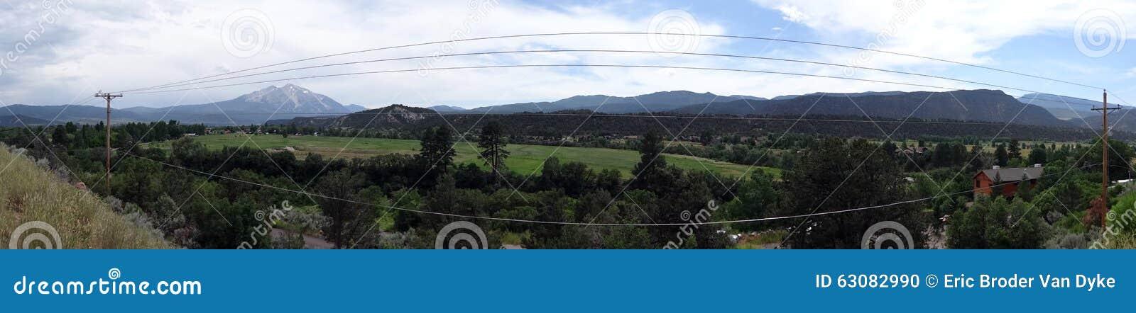 Download Panoramique De La Ligne à Haute Tension Fonctionnant Par La Ville De Carbondale Photo stock - Image du electrical, structure: 63082990