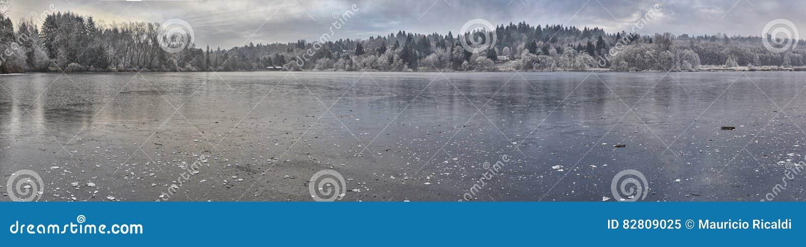 Panoramisch Bevroren meer