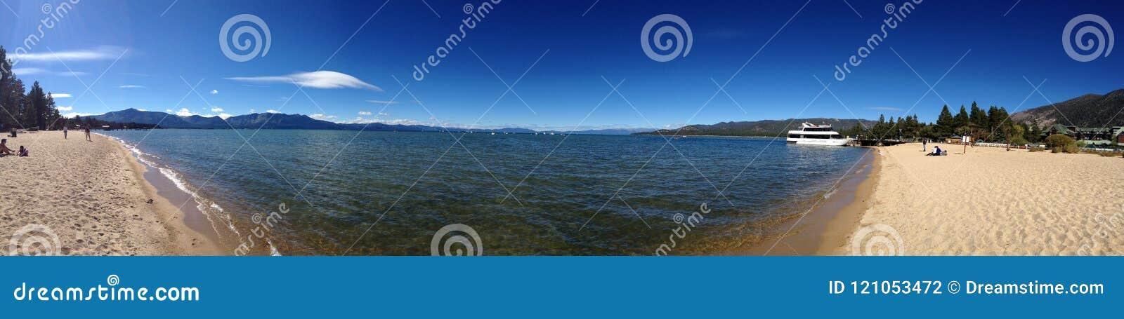Panoramisch van meer tahoe in het strand oceaanwater van Californië
