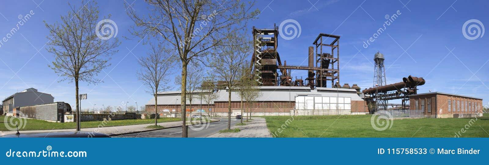 Panoramische horizon van het Westen van staalfabriekphoenix in Dortmund