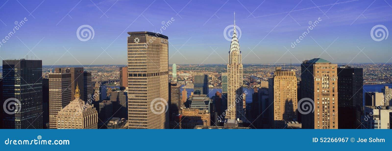 Panoramische luchtmening van Chrysler-de Bouw en de Ontmoete het Levensbouw, Manhattan, NY horizon