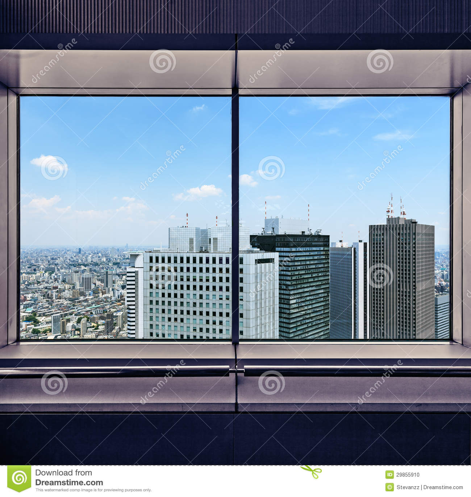 Lucht mening van wolkenkrabbers Shinjuku door een raamkozijn. Tokyo, Japan.