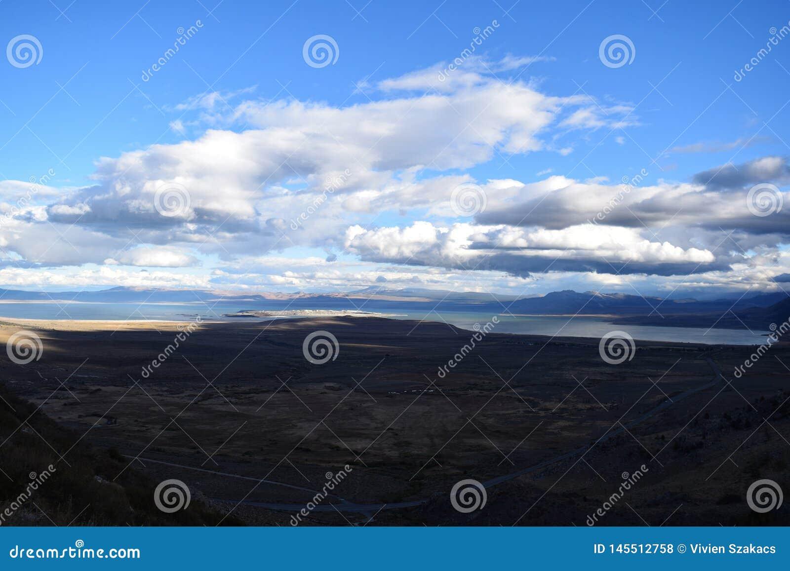 Panoramische meermening in moutains