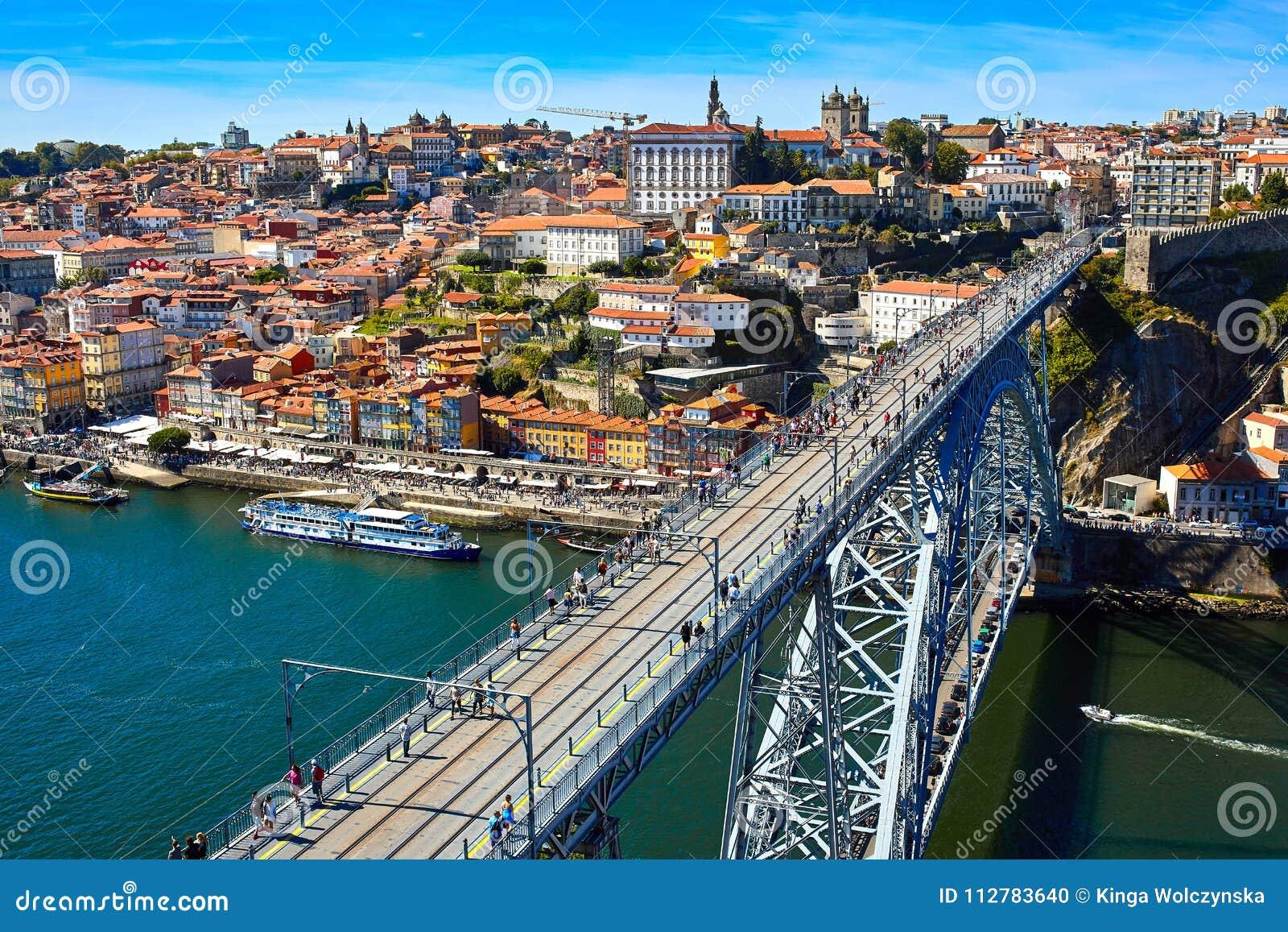 Panoramische Vogelperspektive von Porto an einem schönen Sommertag, Portugal