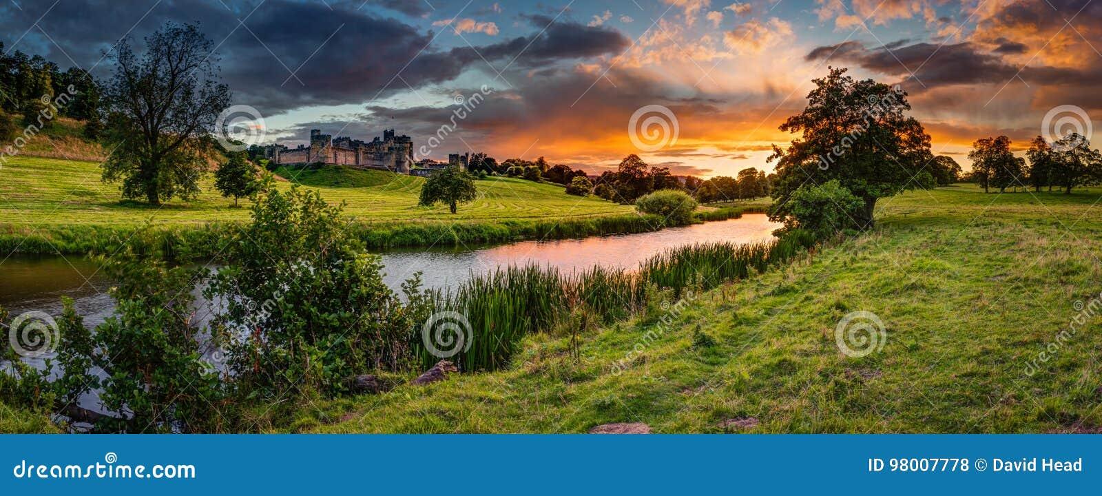 Panoramischer Sonnenuntergang über Fluss Aln