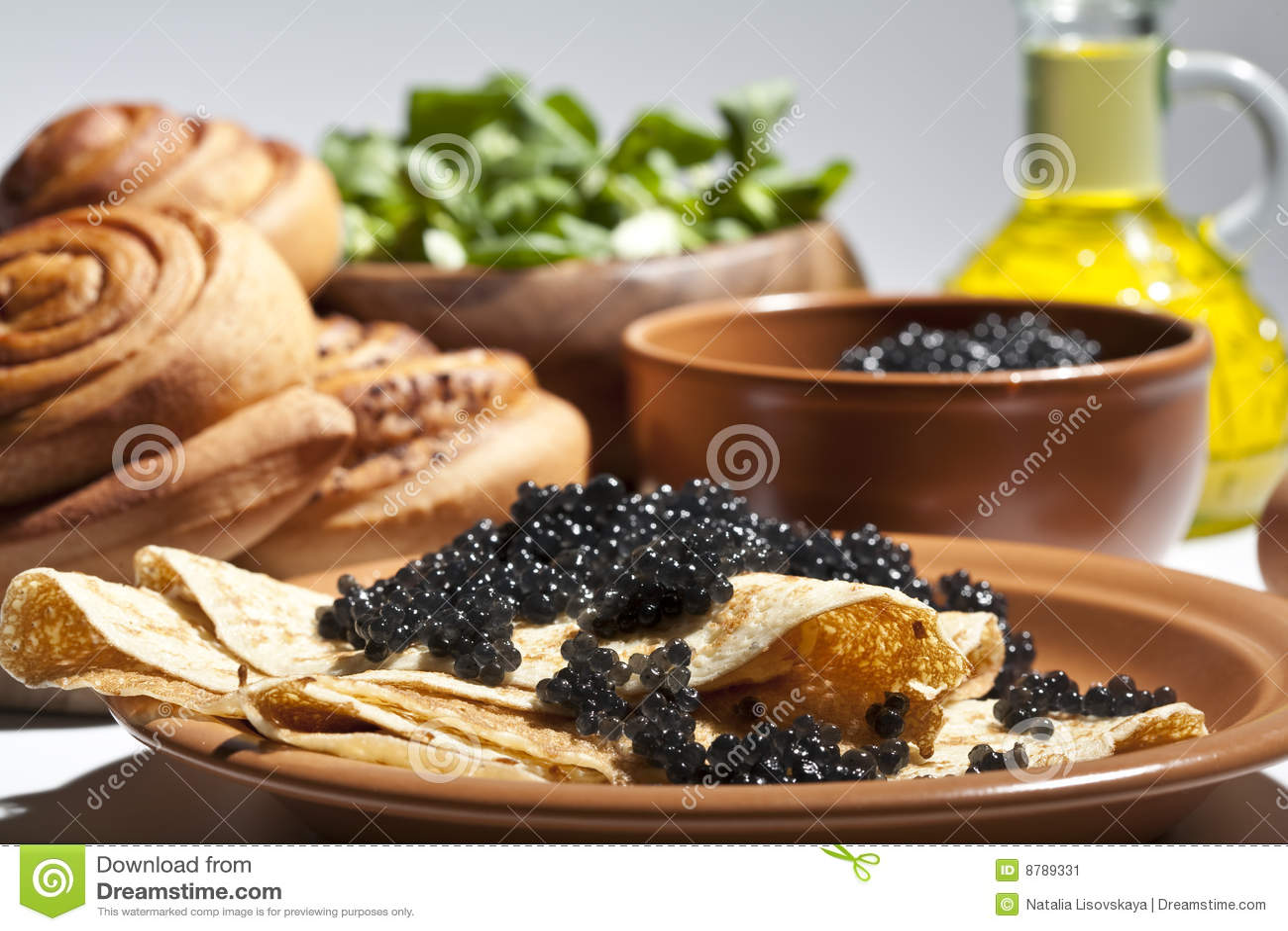 Panqueca com caviar preto