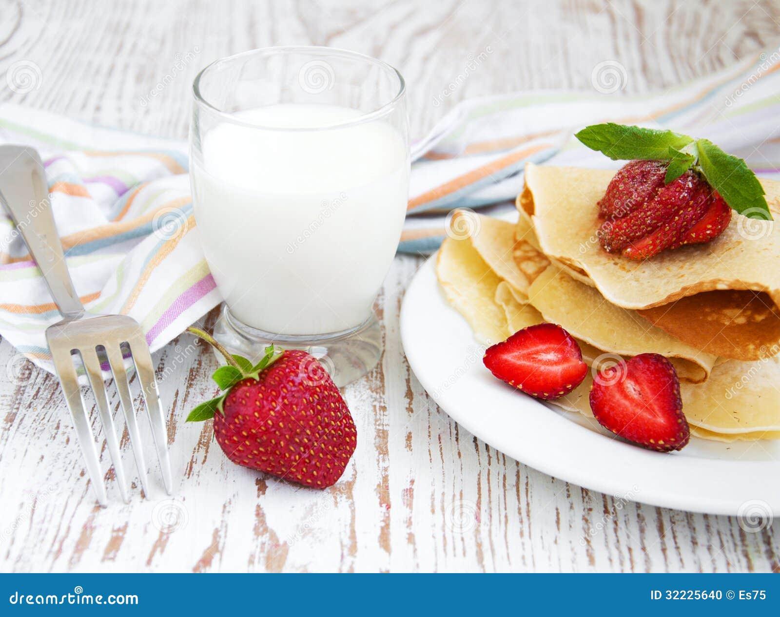 Download Panquecas de Stawberry foto de stock. Imagem de vermelho - 32225640