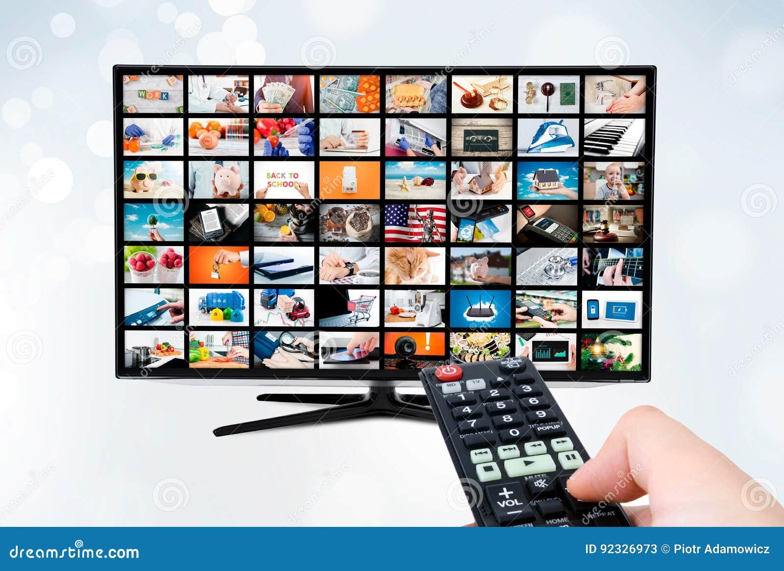 Pantalla con pantalla grande del televisor de alta definición ultra con la difusión video