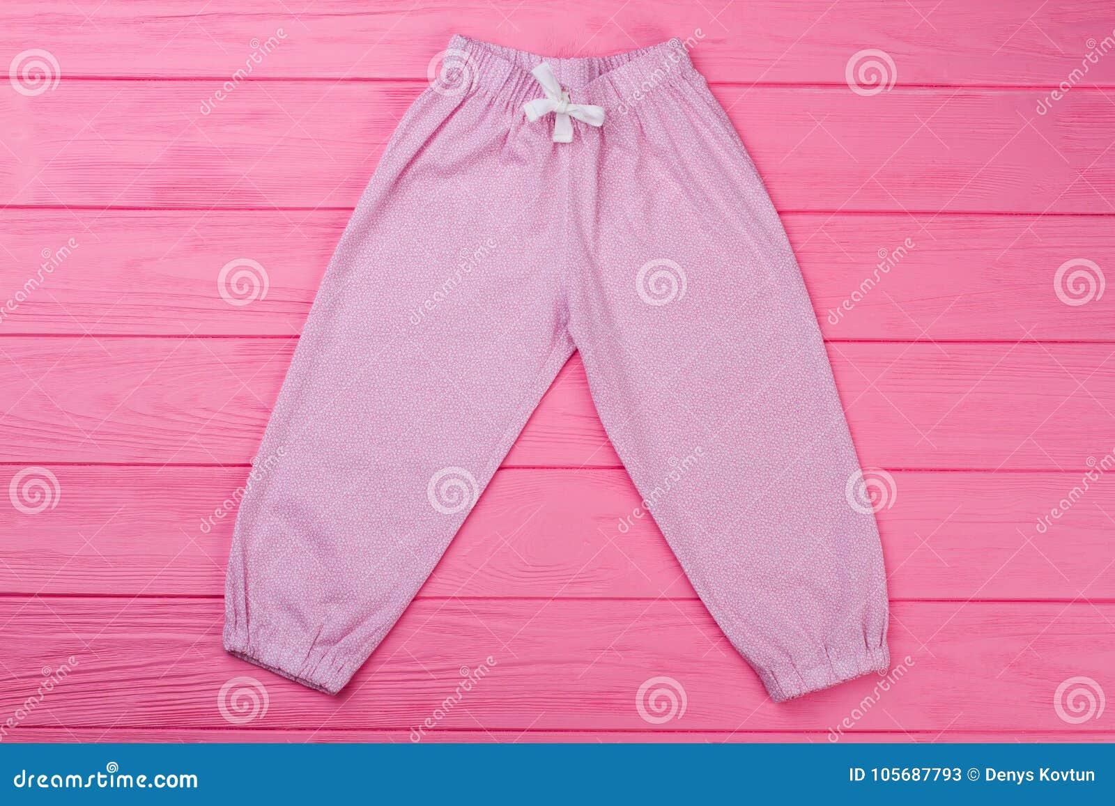 Pantalones Rosados Con El Modelo Fino Imagen De Archivo Imagen De Modelo Fino 105687793