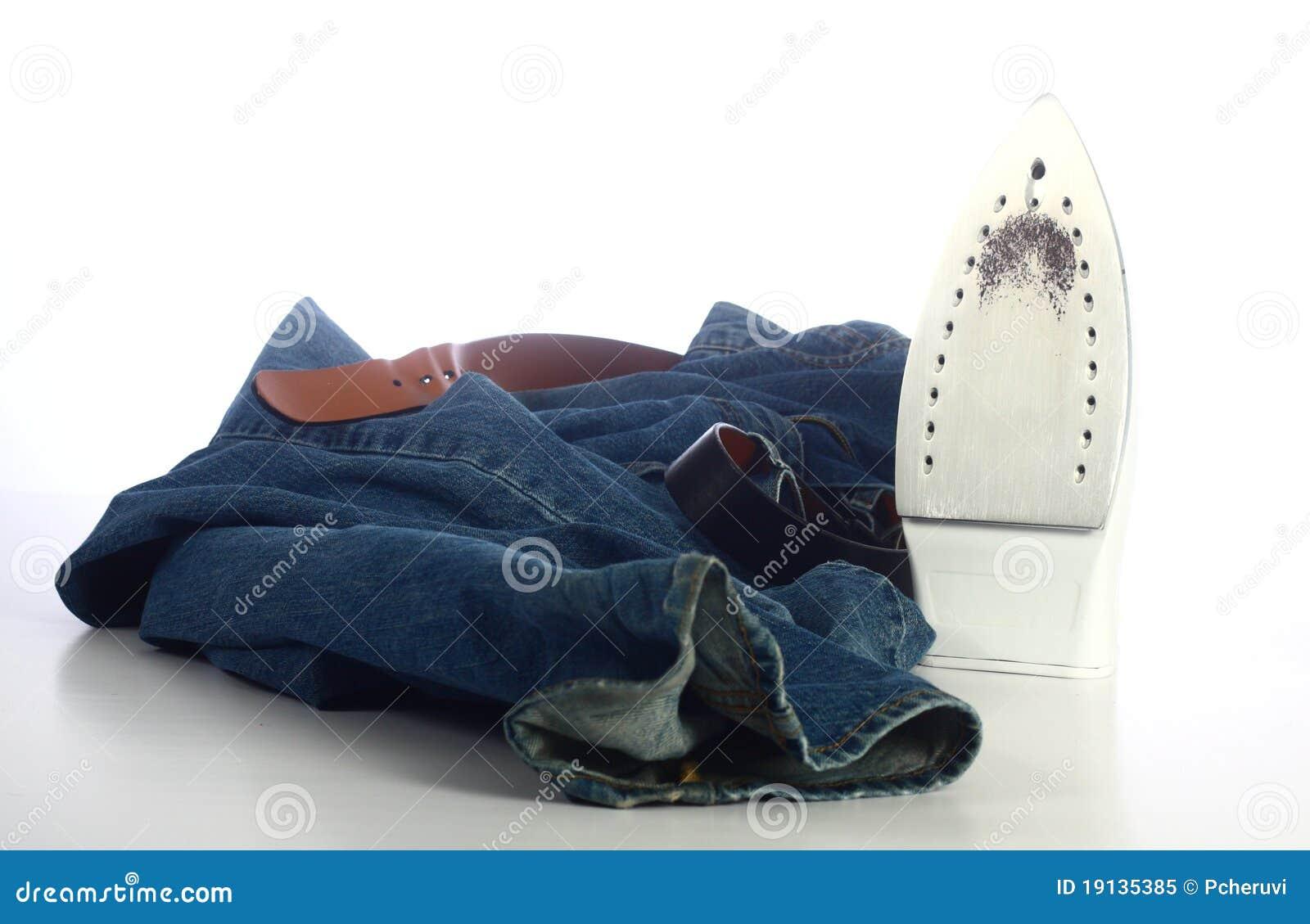 Pantalones vaqueros y un hierro