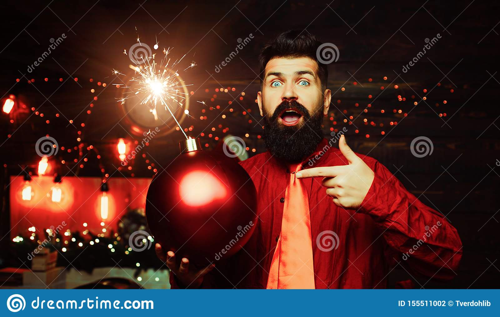 Pantaloni a vita bassa Santa Claus Uomo di Natale nella bomba rossa della tenuta del vestito da modo Asta creativa Pantaloni a vi
