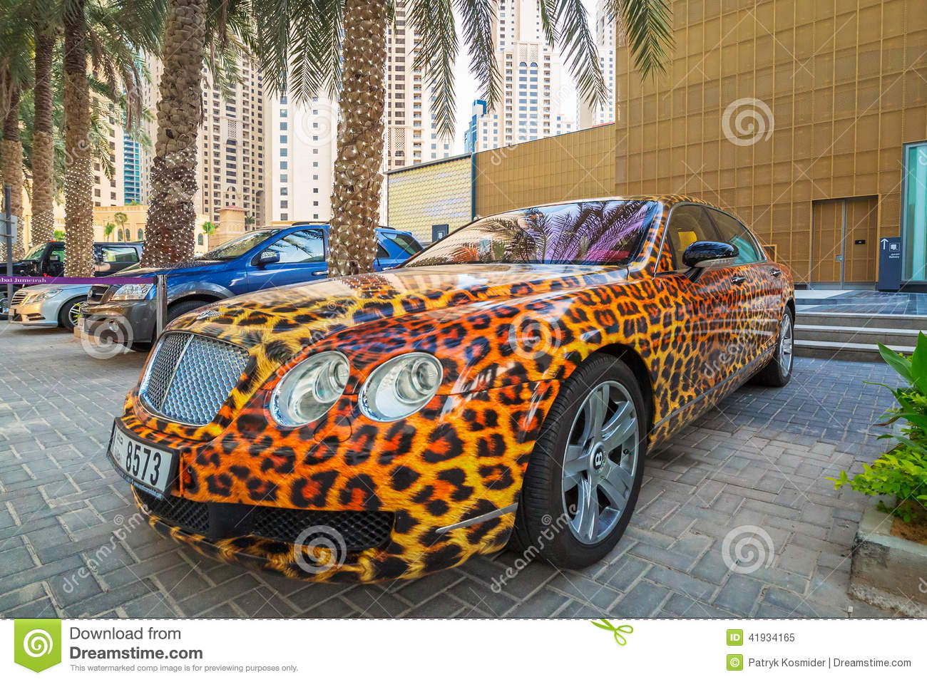 Panther paint bentley parked outside the hilton dubai for Richest hotel in dubai