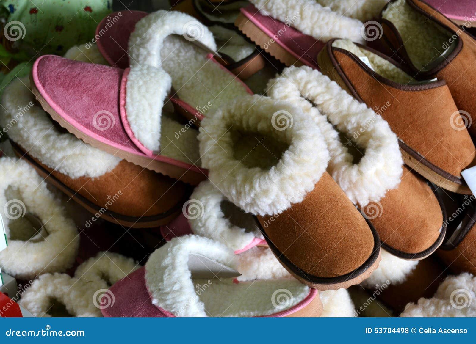 pantoufles traditionnelles vendre sur le march photo stock image 53704498. Black Bedroom Furniture Sets. Home Design Ideas