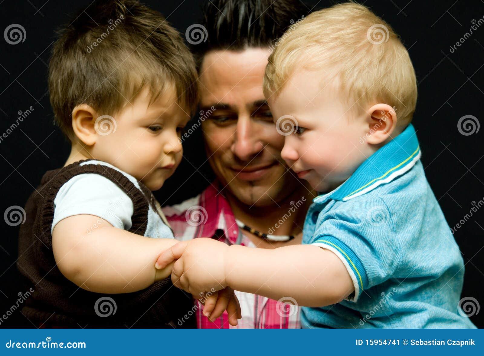 Papa avec deux fils