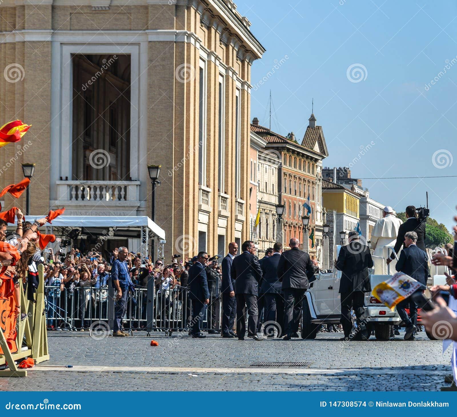 Papa Francisco I en el popemobile