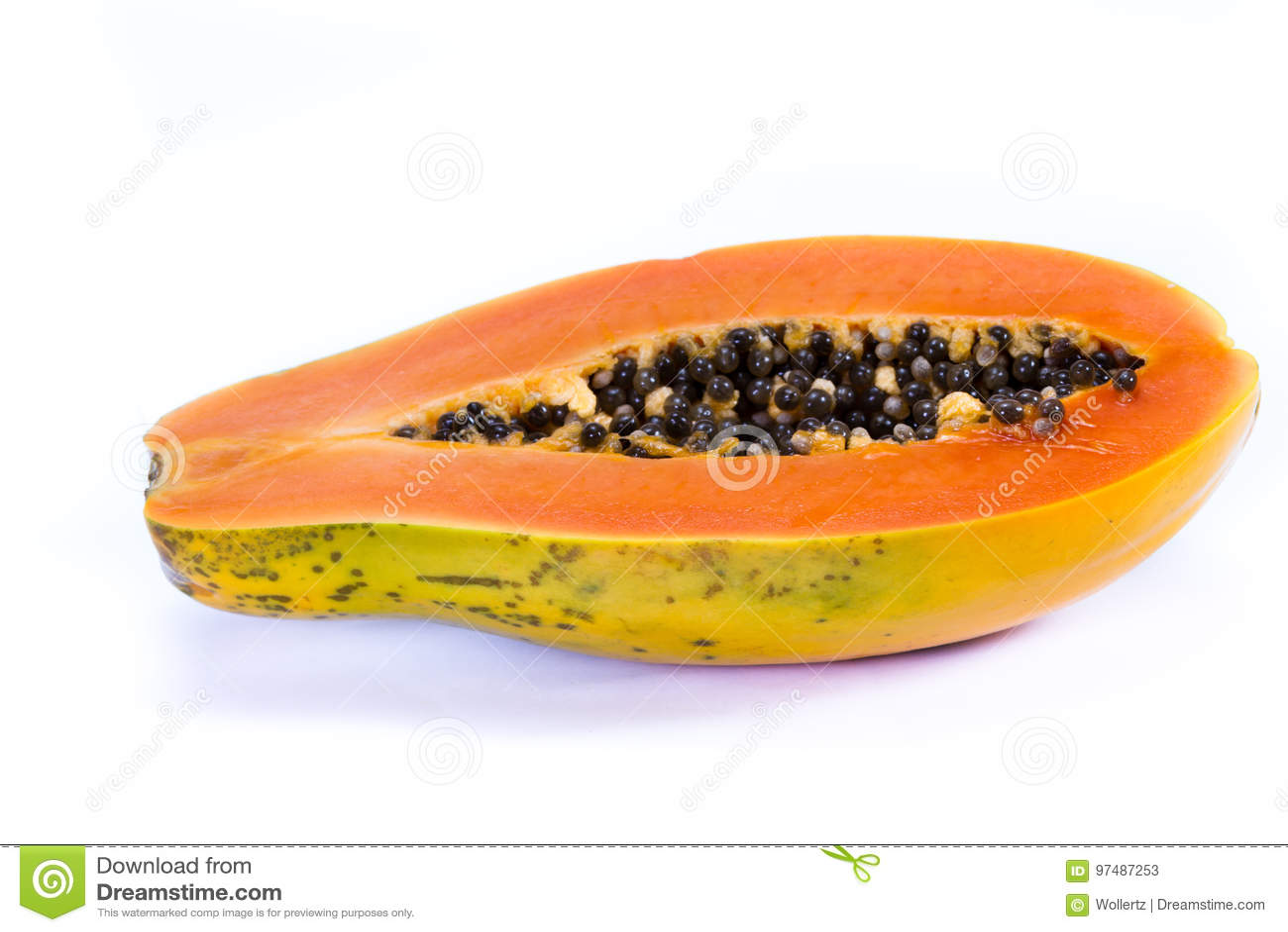 Papaia organica tagliata a metà