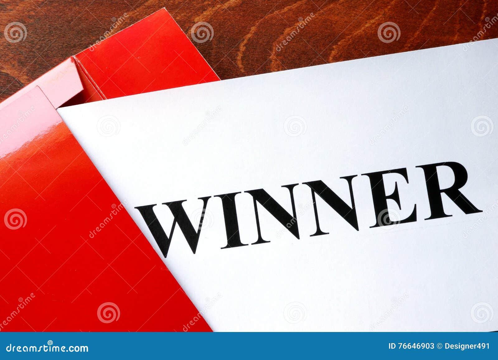 Papel con el ganador de la palabra