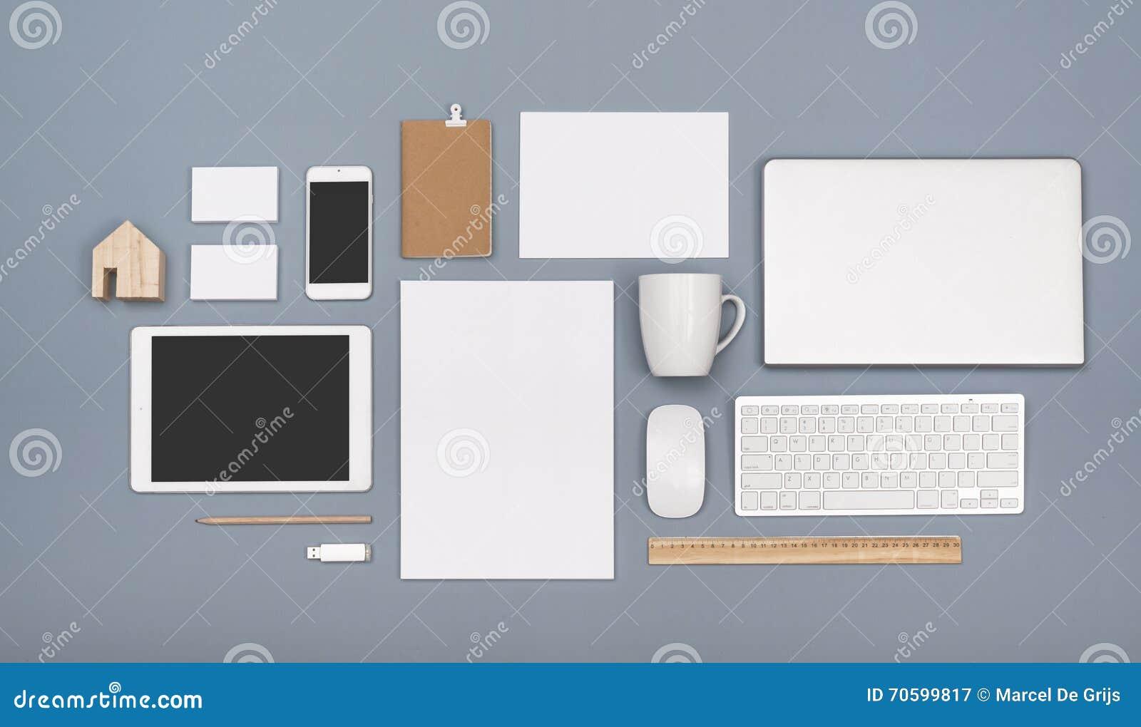 Papel con membrete y maqueta responsiva del diseño