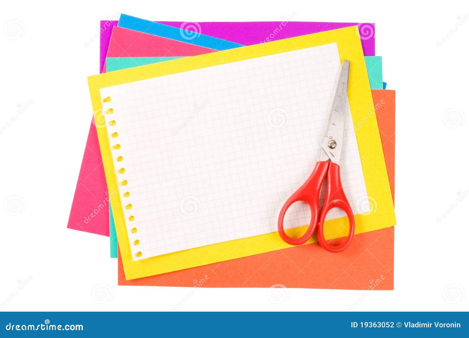 Papel da cor com um grampo de papel