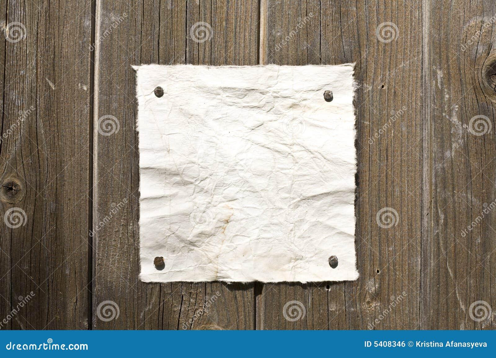 Papel retro na parede de madeira
