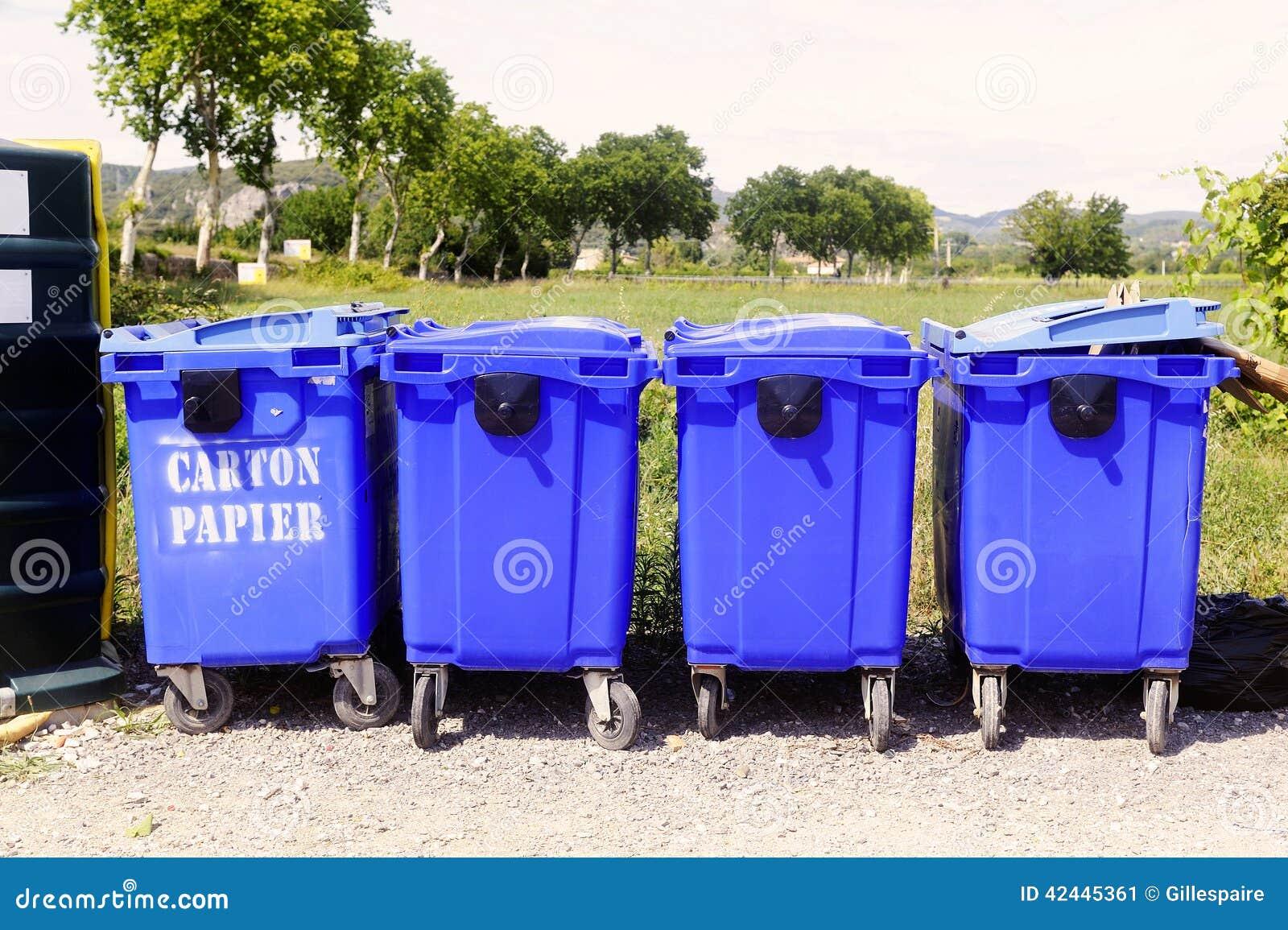 Papeleras de reciclaje para el papel y la cartulina