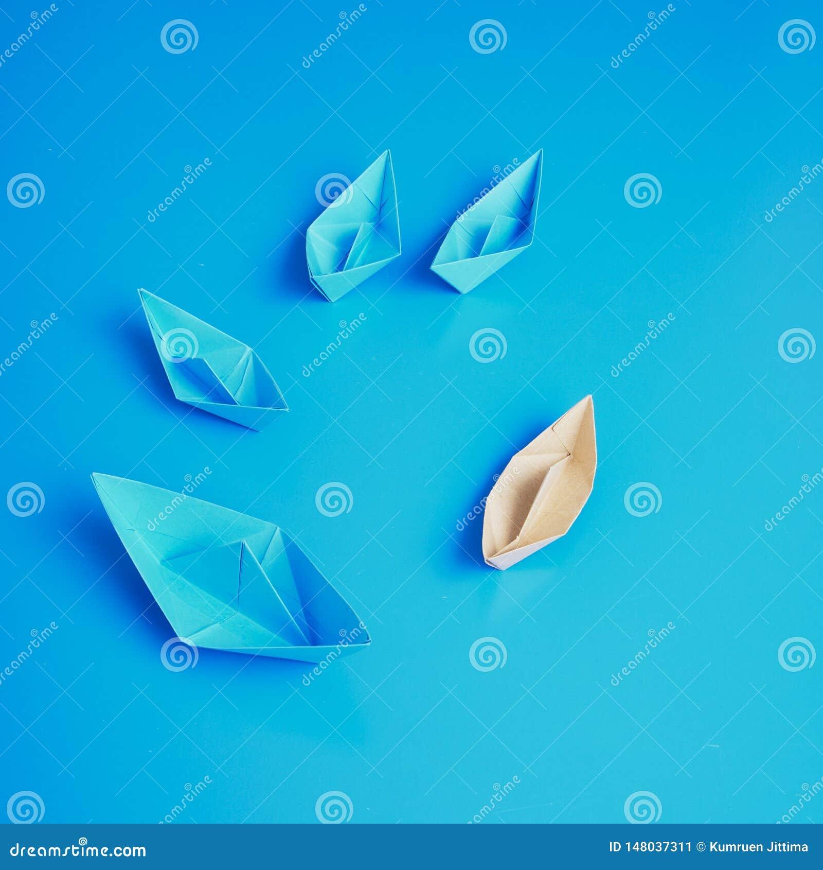 Papier De Bateau D Origami De Concept De Direction Image Stock Image Du Direction Papier 148037311