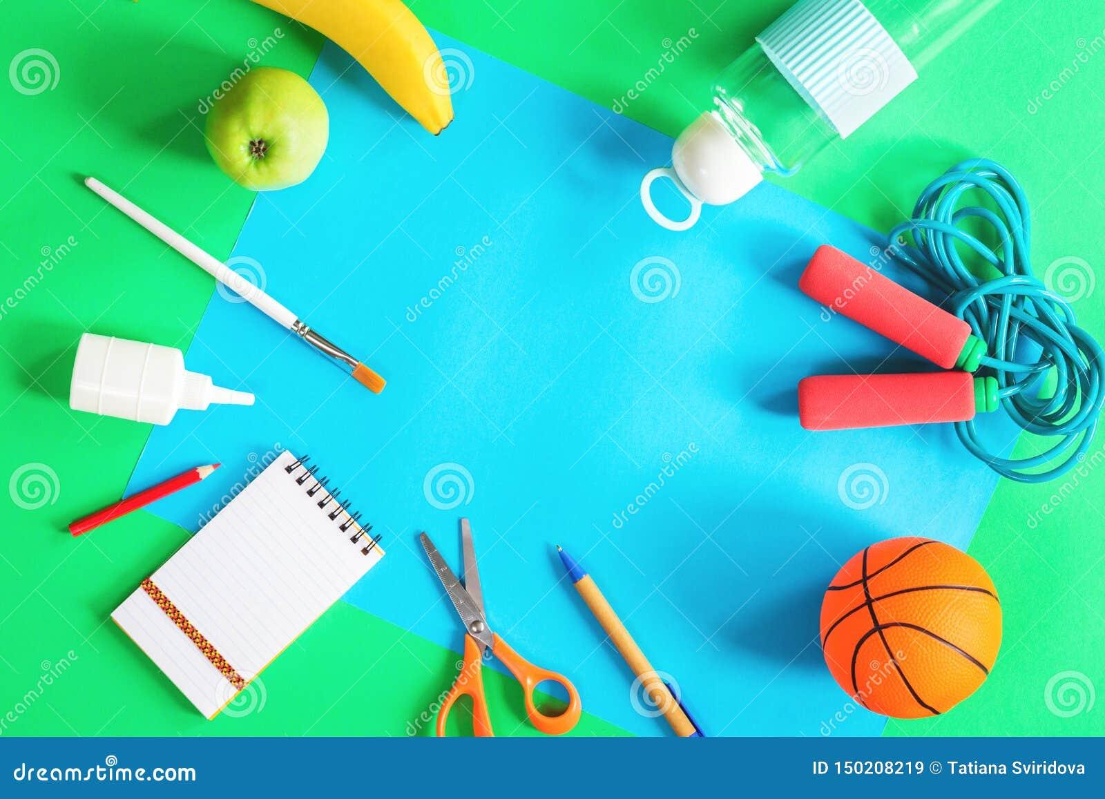 Papier de couleur, articles de sports et papeterie d école