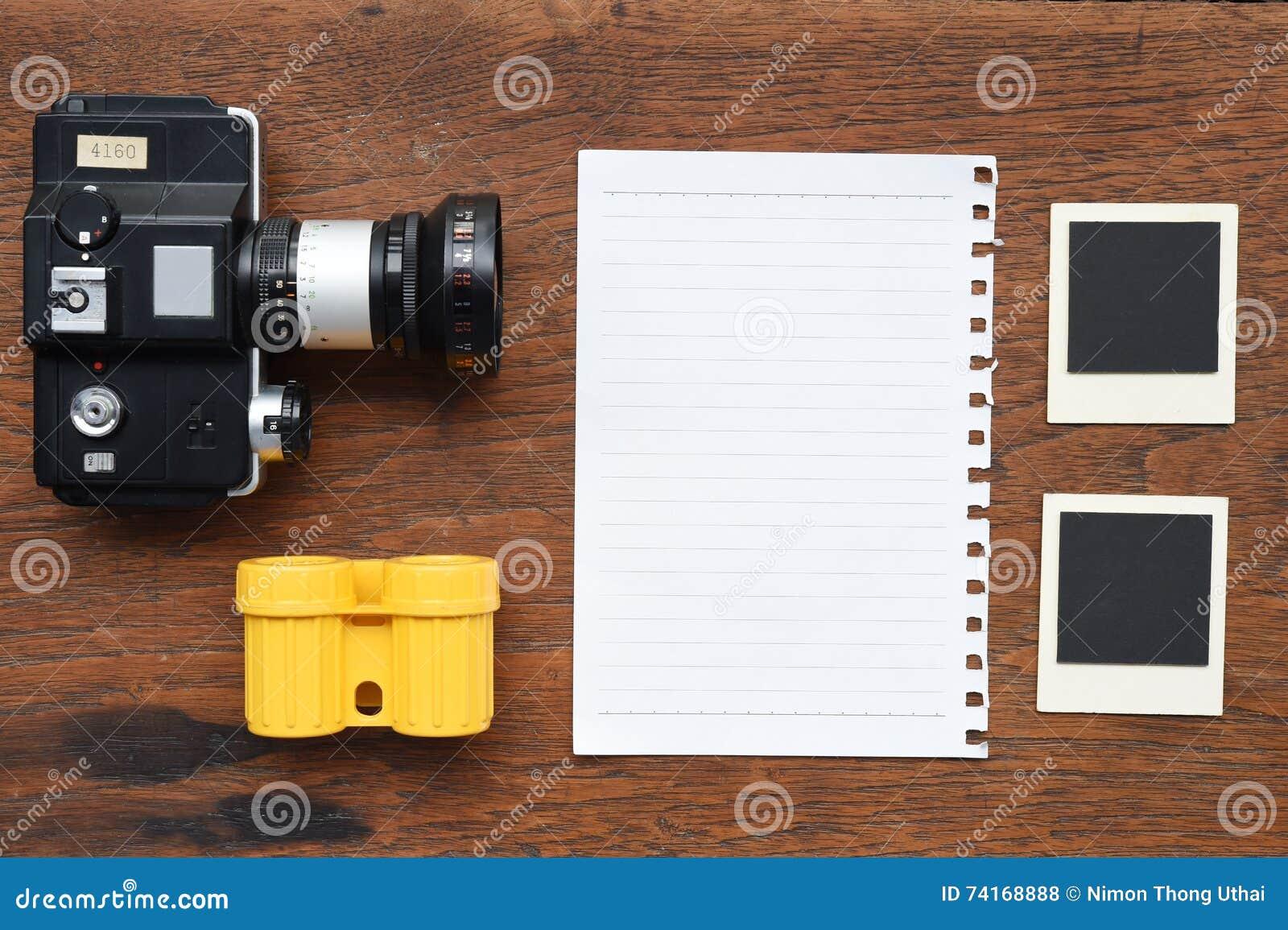 Papier mit Fotorahmen und -kamera