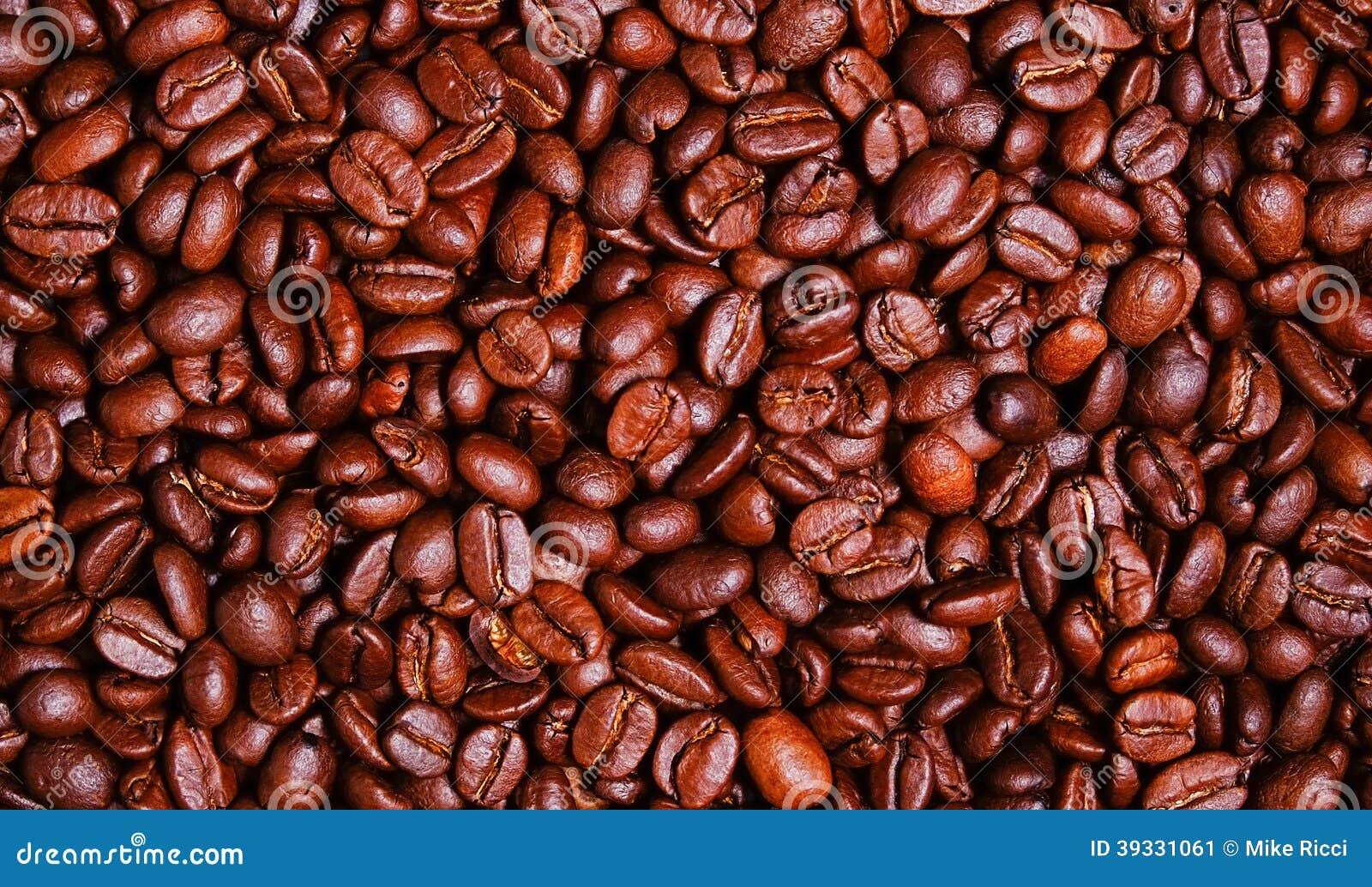 Papier peint foncé de grains de café de rôti